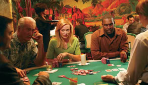 Παρέα παίζει πόκερ